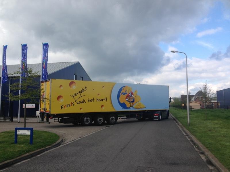 vrachtwagen reclame belettering Kraats Kaas