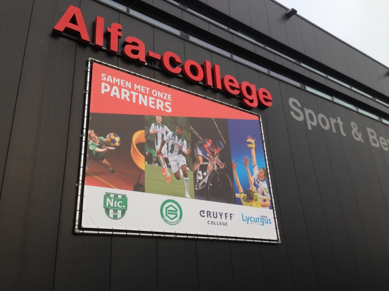 Alfa-College evenementen spandoek in frame