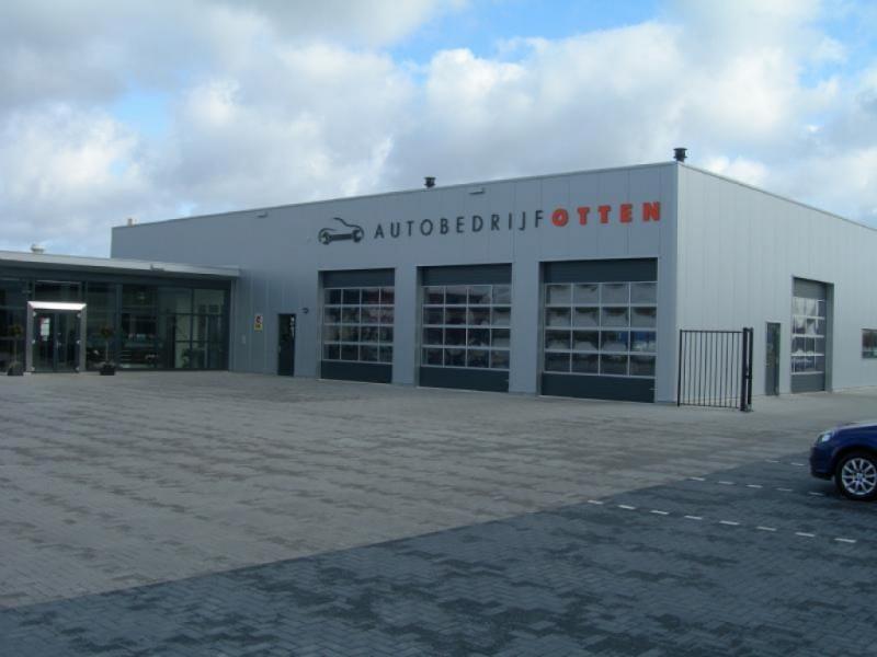 Autobedrijf Otten gevel belettering