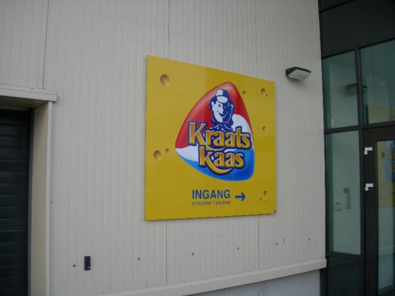 Kraats Kaas reclamebord op pand gemonteerd