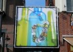 Jolima Loman reclame tussen panden spandoek