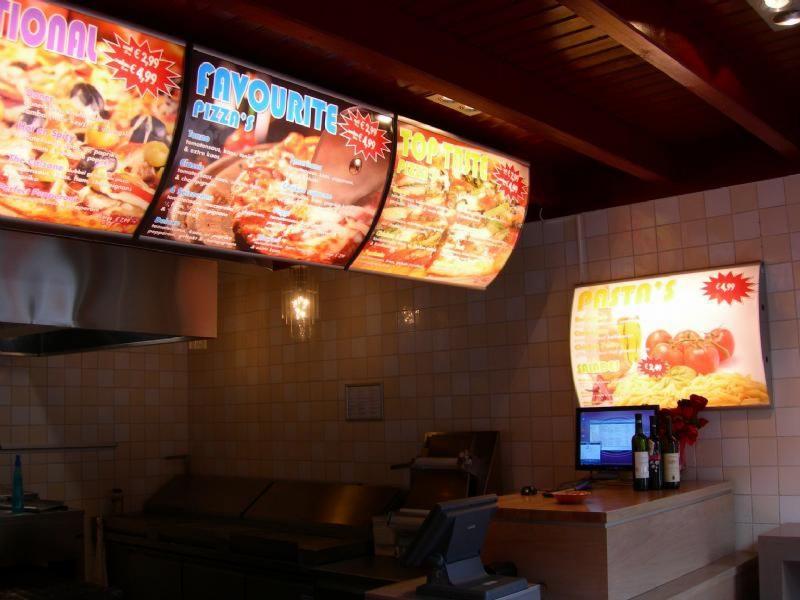 Menubord verlicht snackbar cafetaria Hoogeveen lichtreclame binnen
