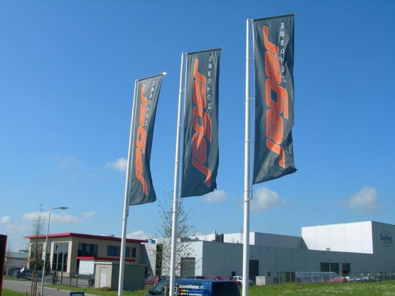 3 vlaggen op rij Jager motoren Hoogeveen