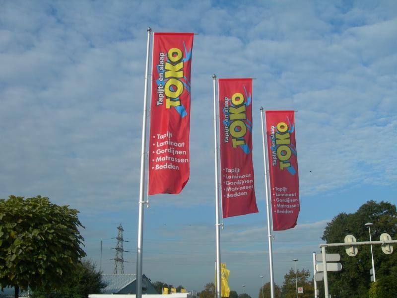 Toko Baniervlaggen en masten